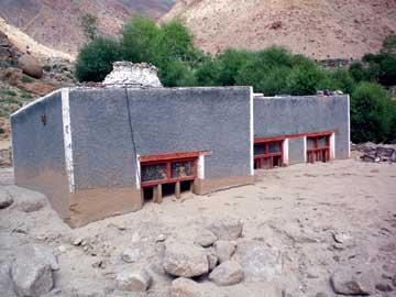 School-building-covered-with-debris_Umla