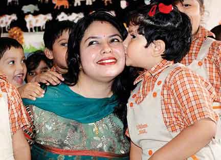 child-kiss-to-teacher