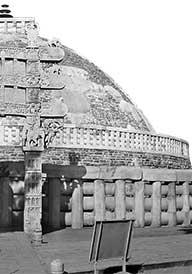 sanchi-stupa_madhya-pradesh_bw