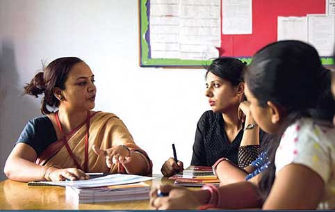 teachers-discussing-how-to-innovate-curriculum-xseed