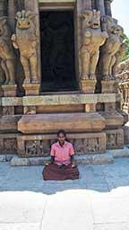 praying-in-temple