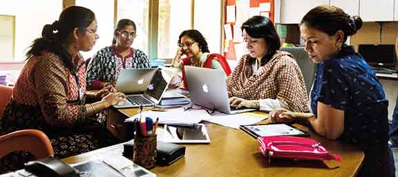 ahmedabad-international-school-teachers-collaborating-for-effective-use-of-tech-in-the-class